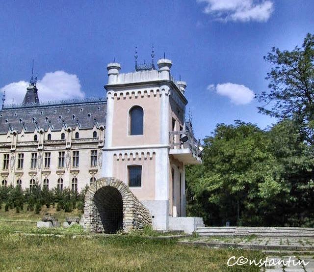 """Iaşi Underground - """"Turnul străjerilor"""" - lângã Palatul Culturii (foto: an 2001)"""