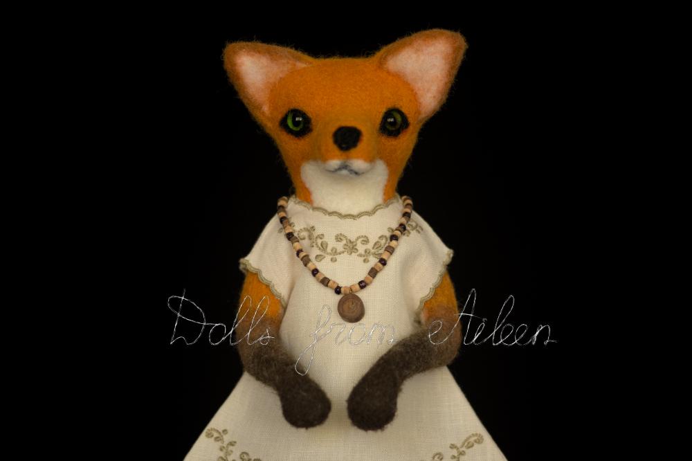 ooak needle felted fox sculpture, closeup
