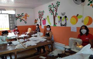 Itiruçu: Voluntárias confeccionam máscaras de proteção