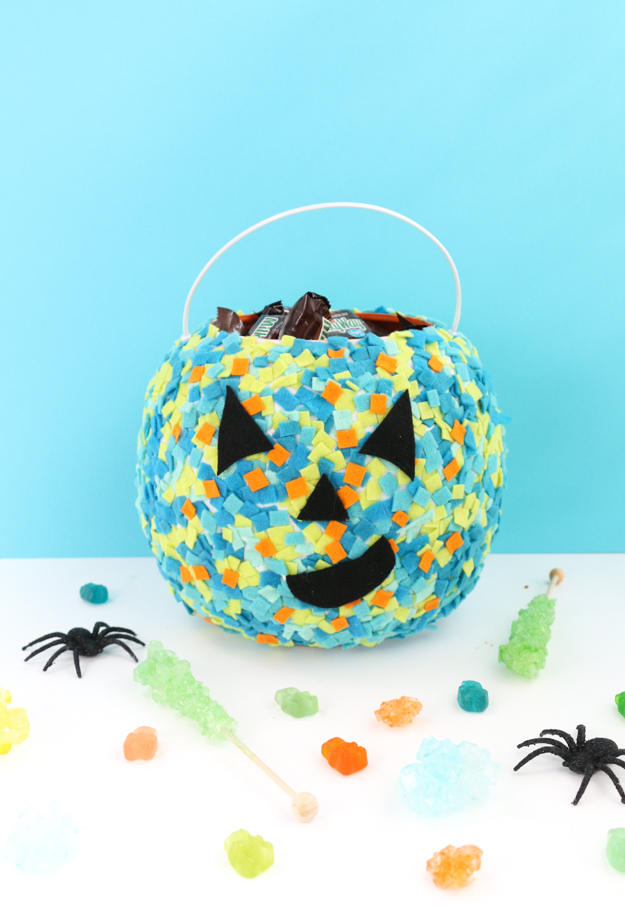 Easy DIY Colorful Confetti Pumpkin Baskets - Kids craft - Easy craft - halloween - trick or treating craft - halloween craft ideas