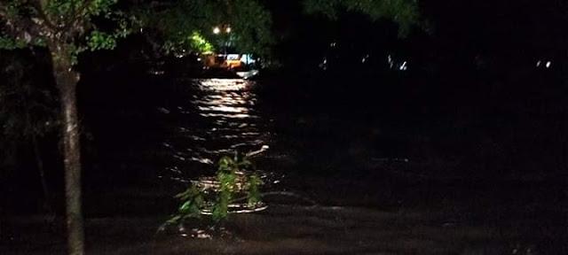 Breaking News! Air Sungai Masamba Kembali Meluap, Satu Rumah Warga Hanyut Terbawa Arus