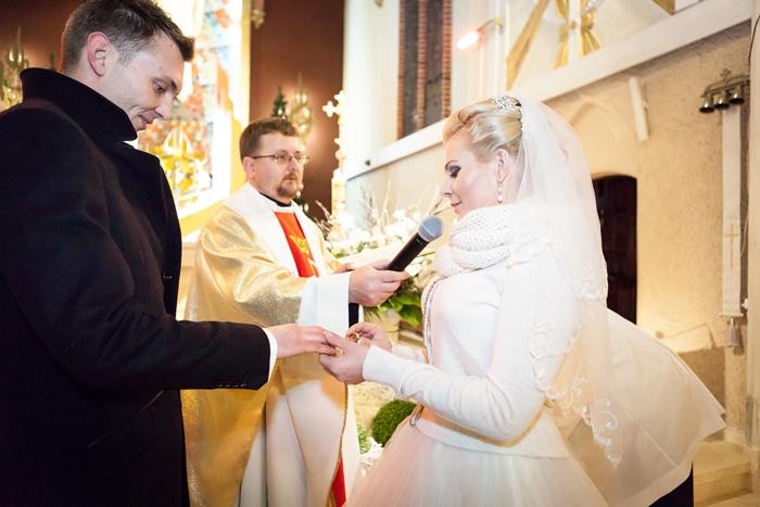 przysięga małżeńska, mąż, żona, suknie ślubna, ksiądz