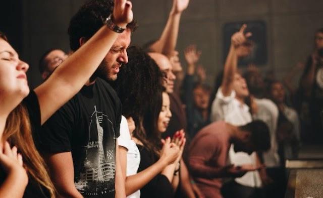 Cerca de 35 milhões de jovens poderão deixar o cristianismo até 2050, indica relatório