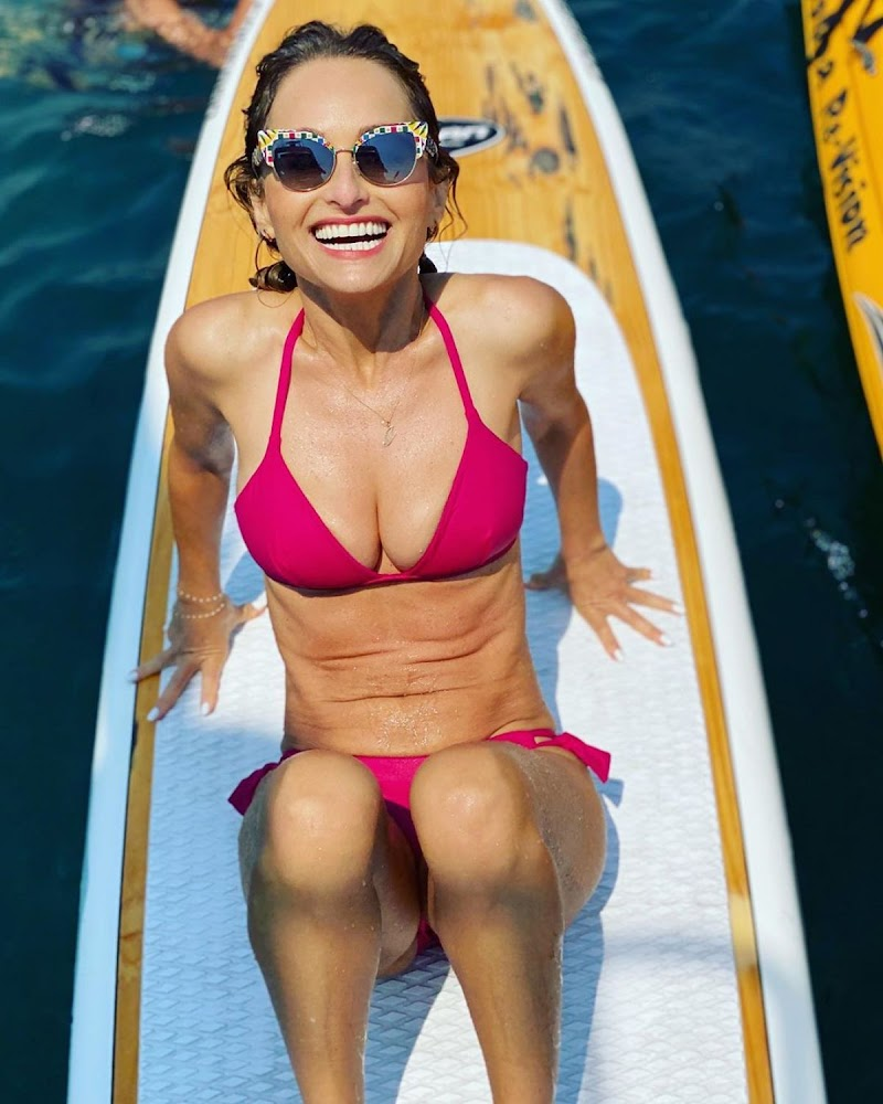Giada De Laurentiis Clicked  in Pink Bikini – Instagram Photos 22 Aug -2020