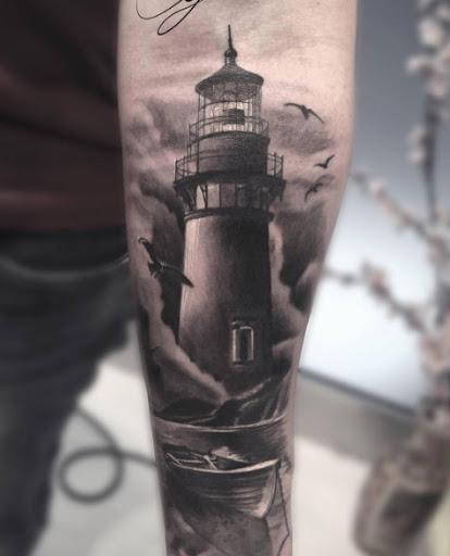 Este escuro farol da tatuagem