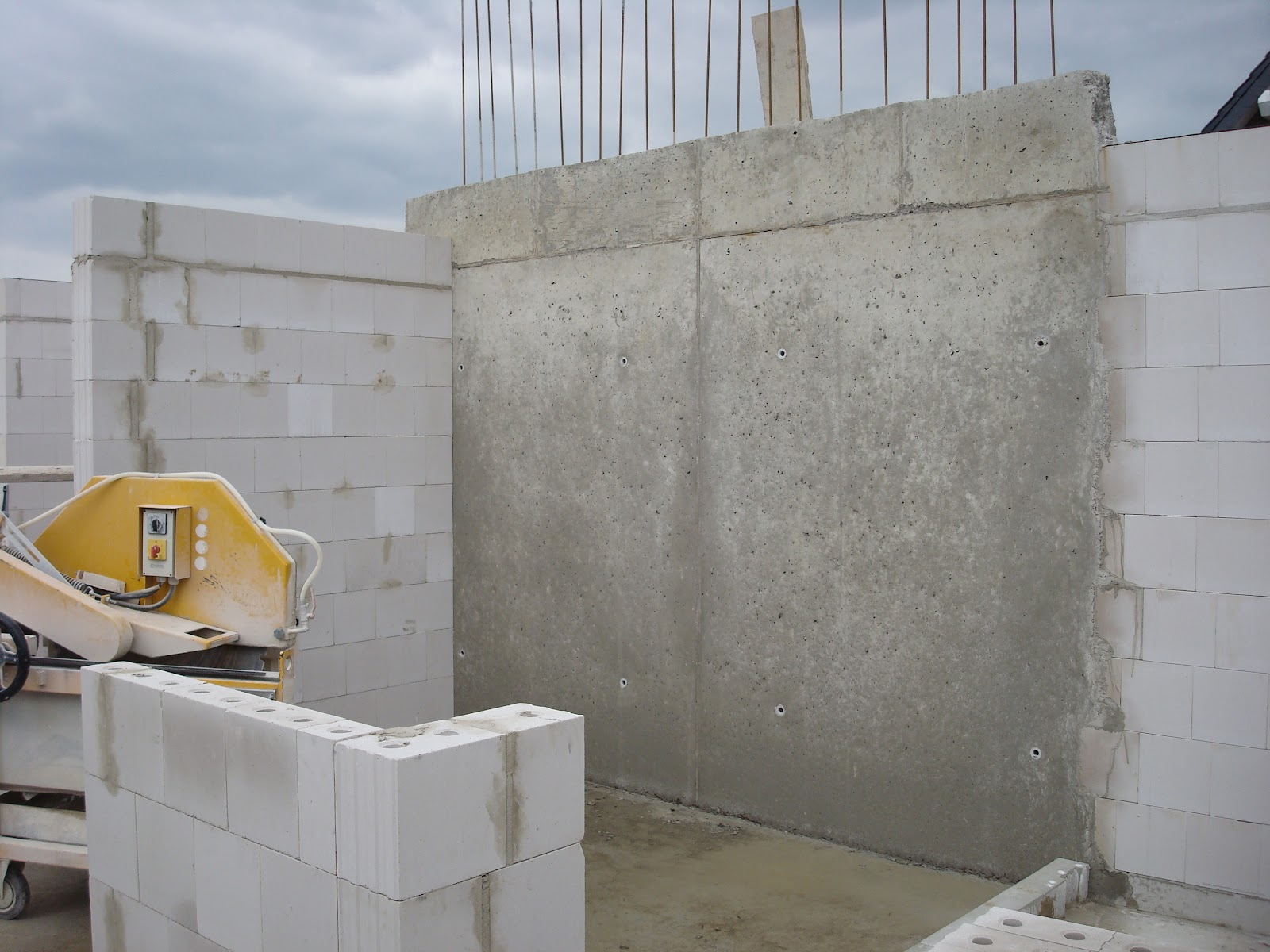 muimui haus betonwand nach 2 tagen. Black Bedroom Furniture Sets. Home Design Ideas