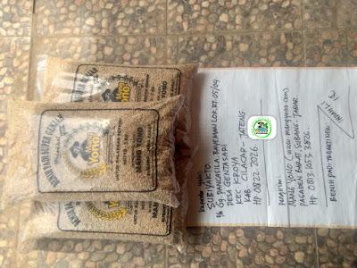 Benih padi yang dibeli    SUBIYAKTO Cilacap, Jateng. (Sebelum packing karung ).