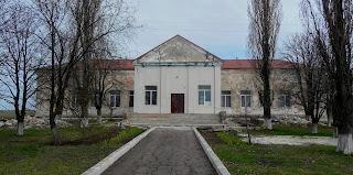 Лисівка. Покровський р-н. Вул. Центральна. Центр культури та дозвілля