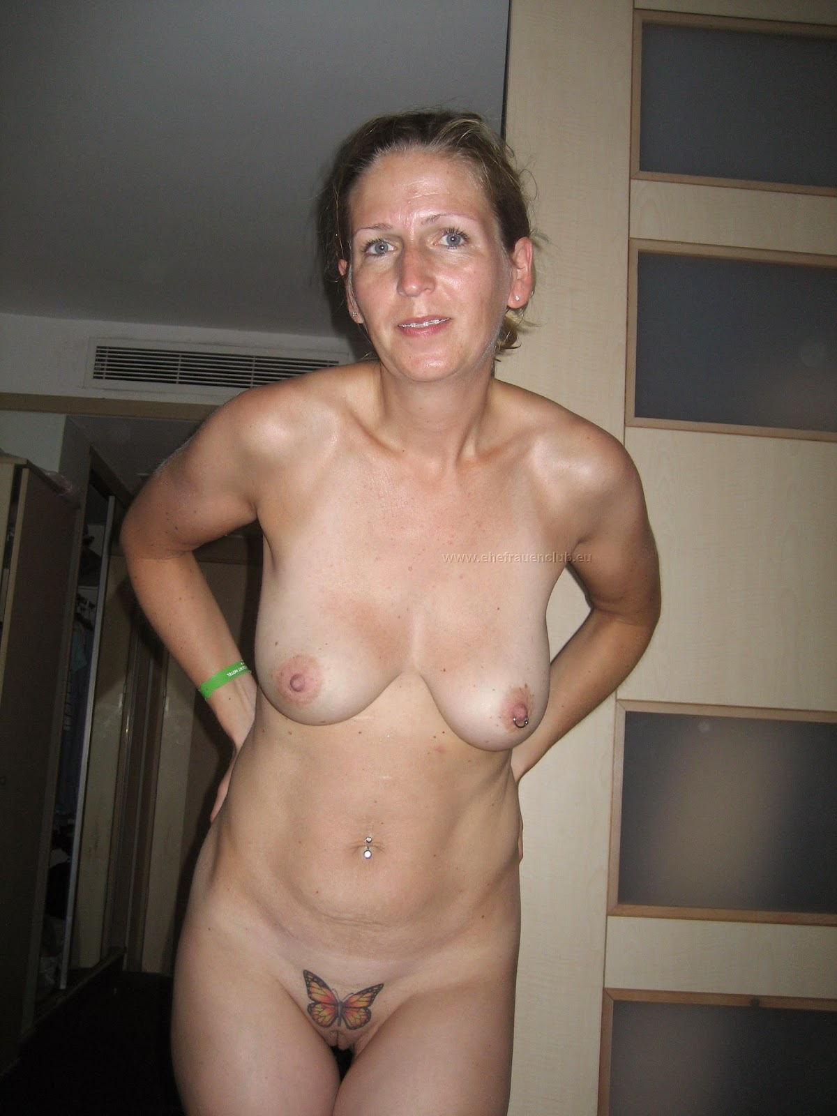 Busty wife moglie tettona naked bathroom 3