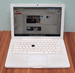 Macbook White 13 Core 2 Duo