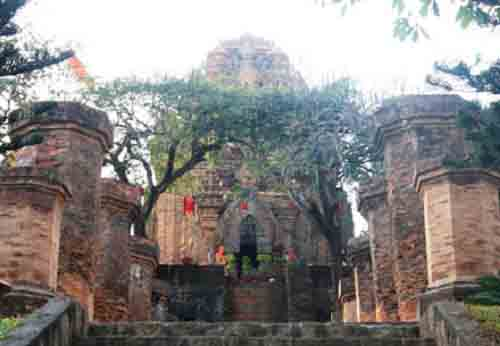 Ponagar tower