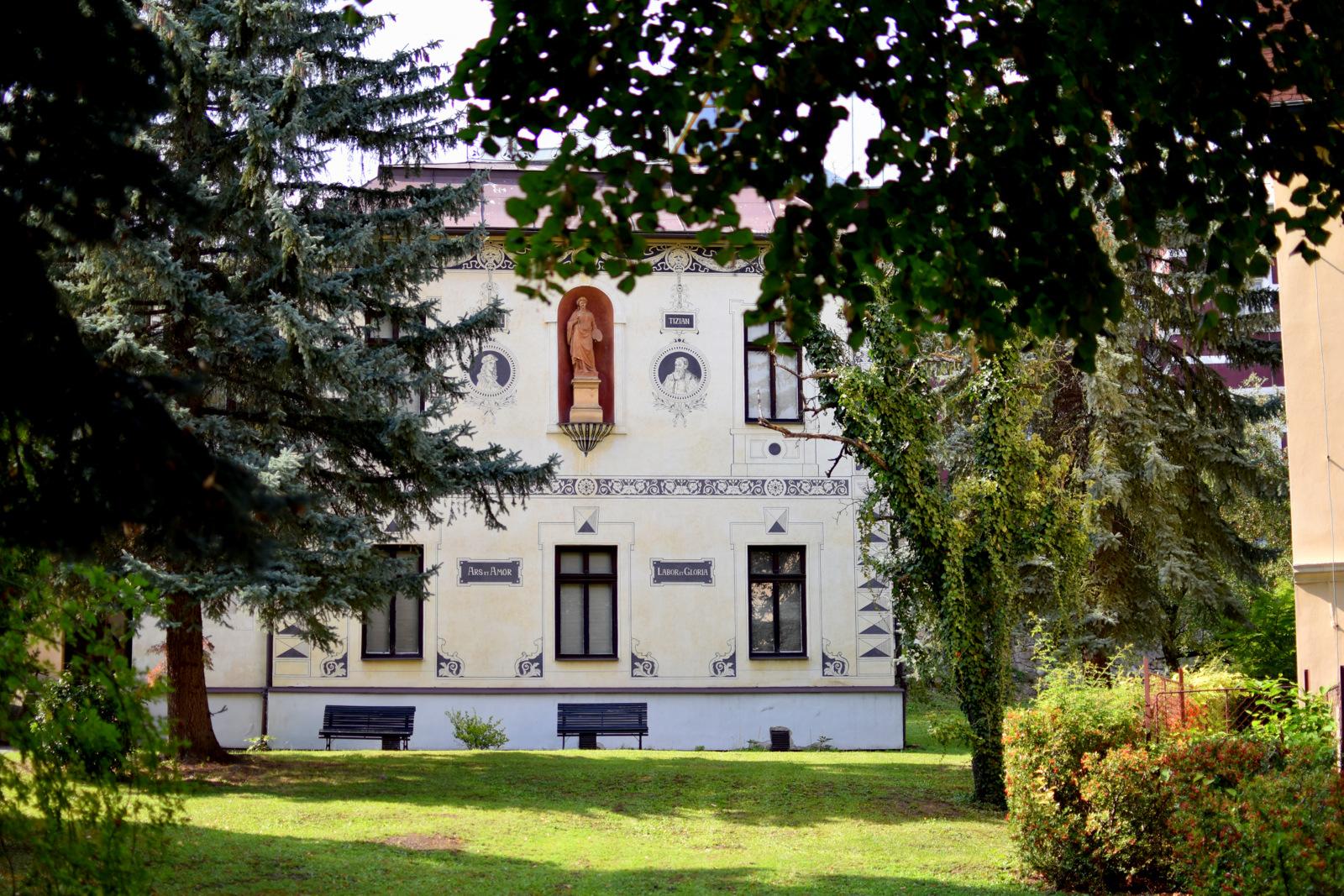 tip na výlet: ako stráviť upršaný deň v Banskej Bystrici // Vila a stála expozícia Dominika Skuteckého