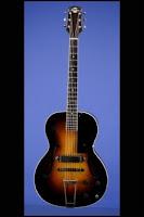 Η κιθάρα Model M, κι ένας ενισχυτής της Electar