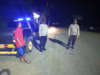 Personil Polsek Cendana Polres Enrekang Melaksanakan Patroli Blue Light