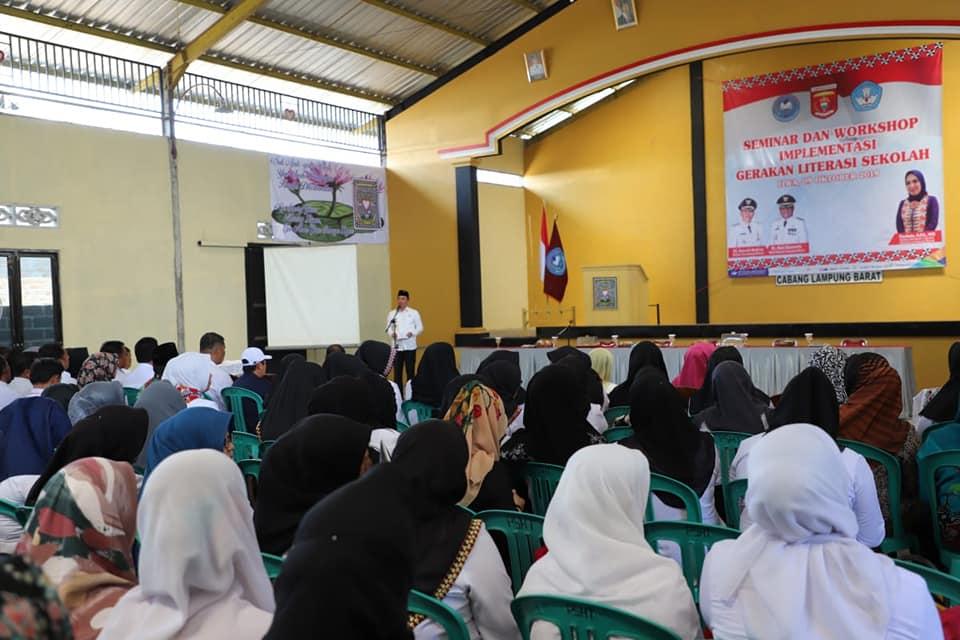 Bupati Parosil Buka Seminar dan Workshop Literasi