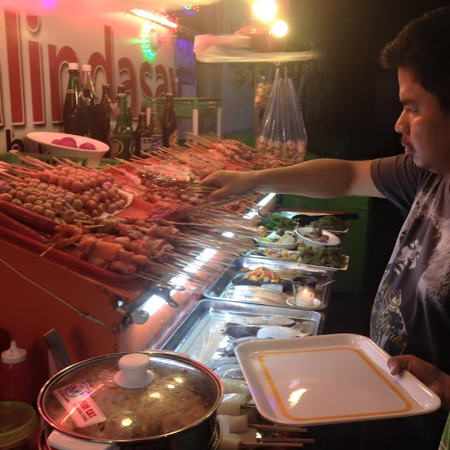 Choosing orders at a stall in Larsian sa Fuente