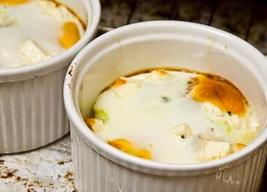 reteta oua ochiuri la cuptor cu branza de capra