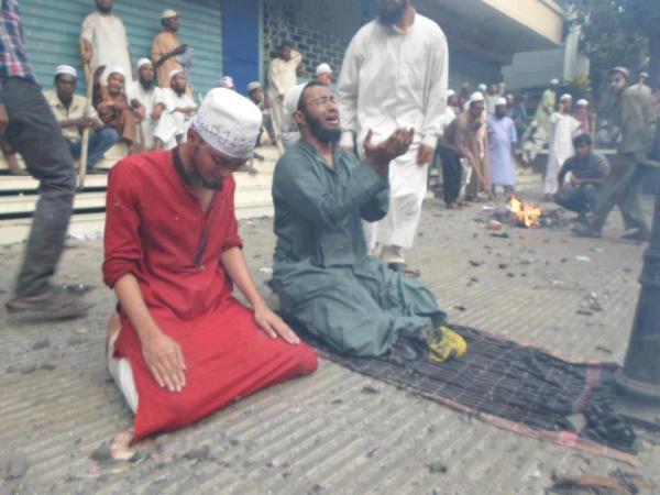 http://1.bp.blogspot.com/-eu8-2oZe7pY/VXOTHKM15oI/AAAAAAAACuc/k0UpnO3nROo/s1600/Muslim-Rohingya-dibantai-1-jpeg.image_.jpg