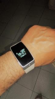 Ricaricare smartwatch muovendo il polso