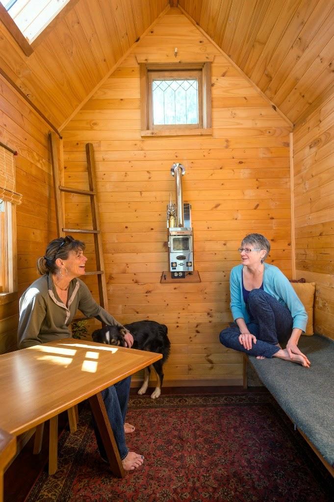 Home garden vivre dans un chalet en bois for Vivre dans 8m2