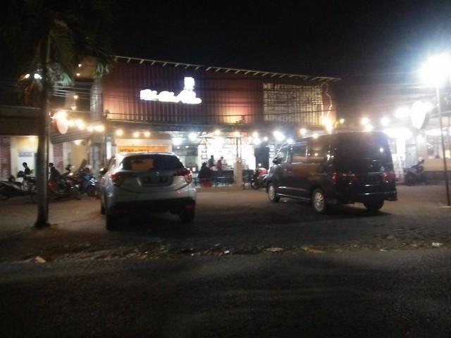 Kedai Pak Cik Abin;Sensasi Kuliner Mie Aceh Rebus di Kedai Aceh Malang;