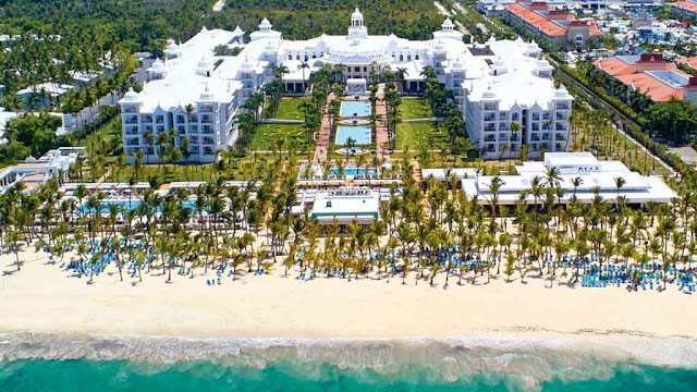 The Hotel Riu Palace Punta Cana, a 24-hour all inclusive hotel in Punta Cana has free WiFi, 24-hour room service, and a wide range of culinary options so that you can enjoy the finest gastronomy during your vacation.