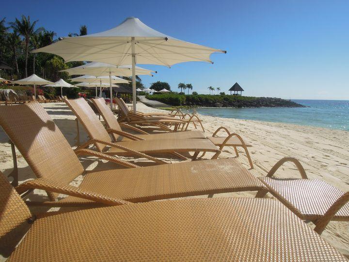 Beach benches in Mactan Shangri-La Resort and Spa in Cebu