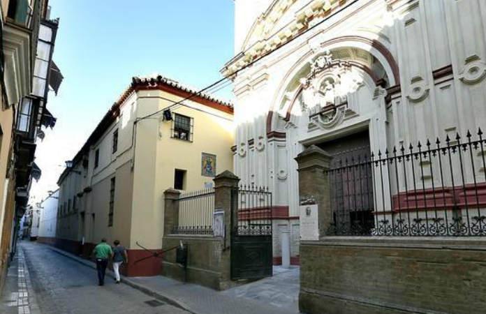 Descansa en tu estancia en Sevilla en el Convento de Santa Rosalía.