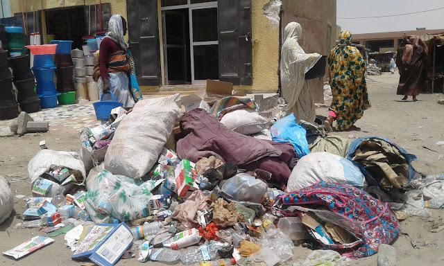 تجار سوق الغيران : أصبحنا أضحوكة مغطاة بالقمامة و سلطة المنطقة الحرة لاهية في الجباية ...- شهادات و صور