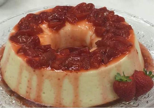 Receita de pudim de iogurte com calda de morango (Ana Maria Braga - Mais Você)