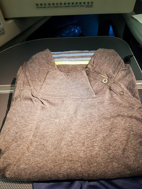 長榮航空 77W 商務艙 BR87 桃園→巴黎 TPE-CDG 機上睡衣