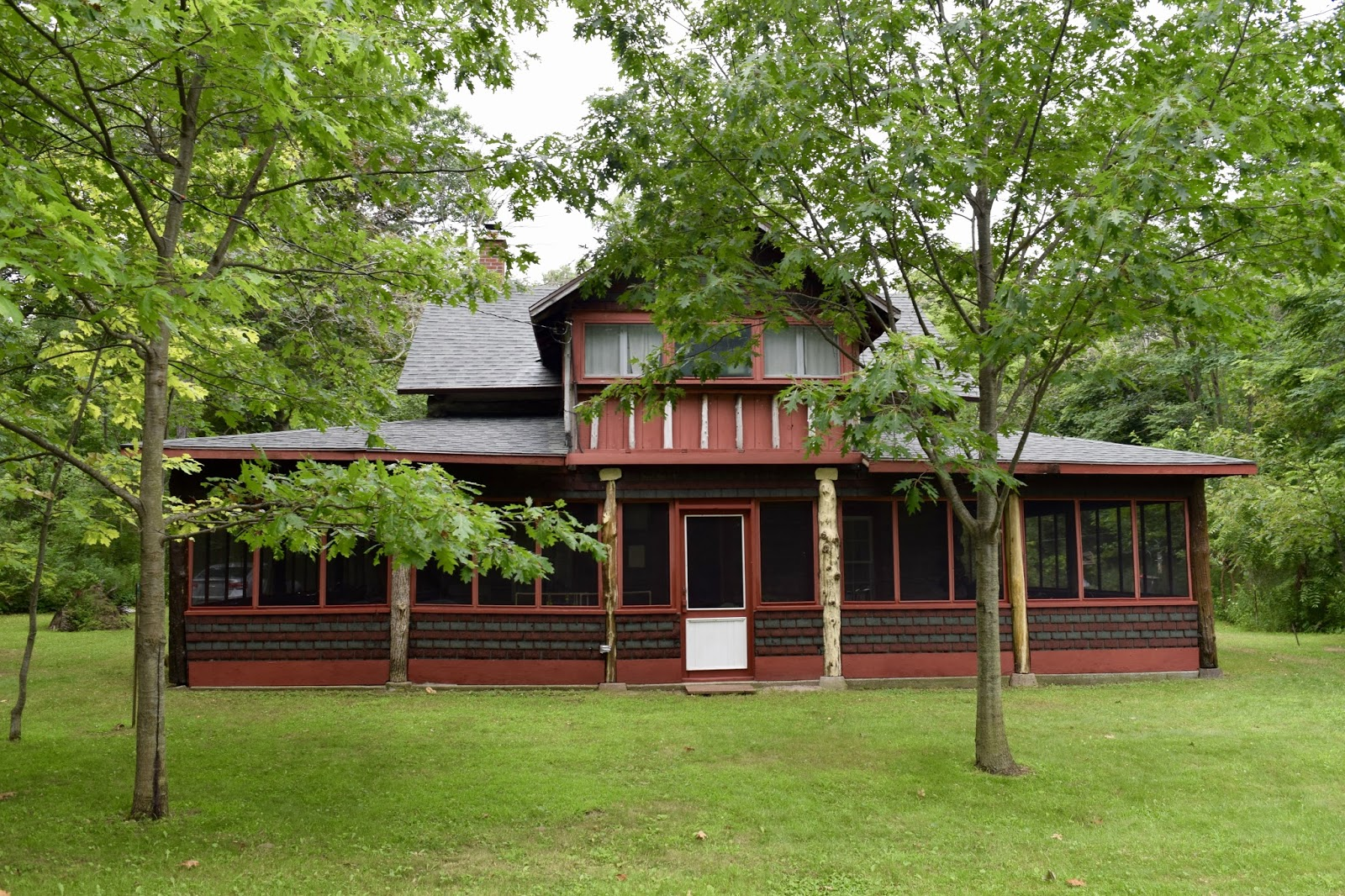 A 1914 Log Cottage Originally The Blenheim Old Boys Club At Rondeau Park