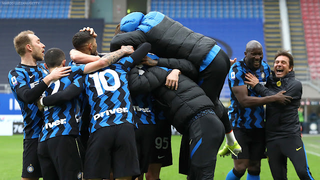 Antonio Conte and Inter Milan players celebrating Serie A win