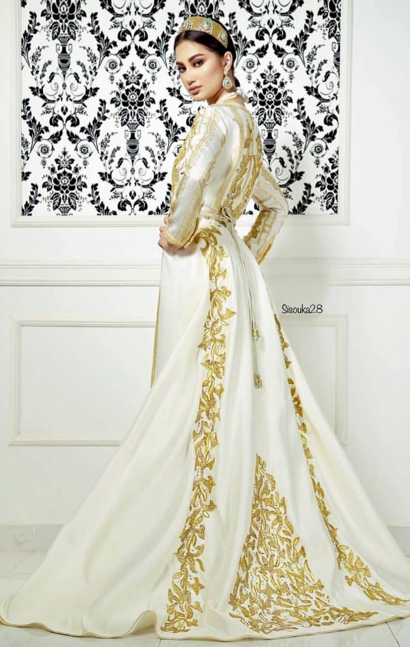 ... professionnelle qui vous propose un très large choix de magnifiques  robes Marocaines modernes   traditionnelles pour toutes vos soirées de  mariages 25cfbd70dbf