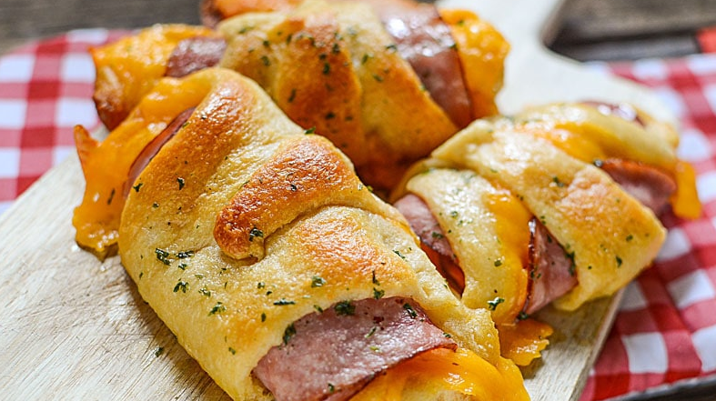 Ham And Cheddar Crescent Roll-Ups