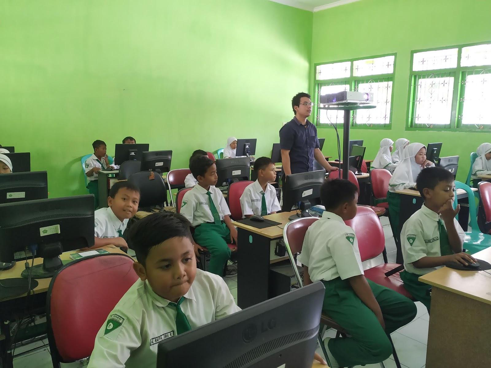 kegiatan ekstrakurikuler komputer untuk anak sd/mi