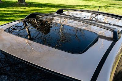 Tampilan Sunroof di Atap Mobil
