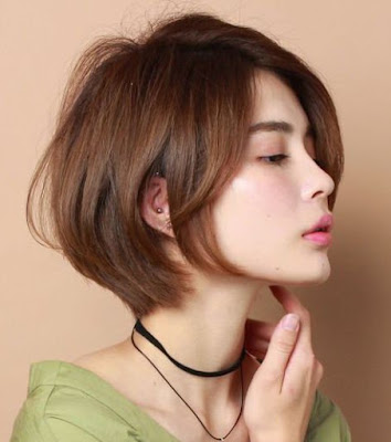 tóc mái dài đến cằm / quai hàm