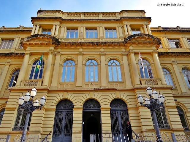 Vista em detalhes da fachada da Casa Caetano De Campos - República - São Paulo