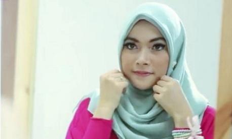 Ubah Tampilanmu Lebih Menarik dengan Hijab Paris Polos Sederhana