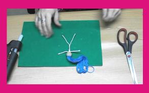Muñecas hechas con alambre e hilo