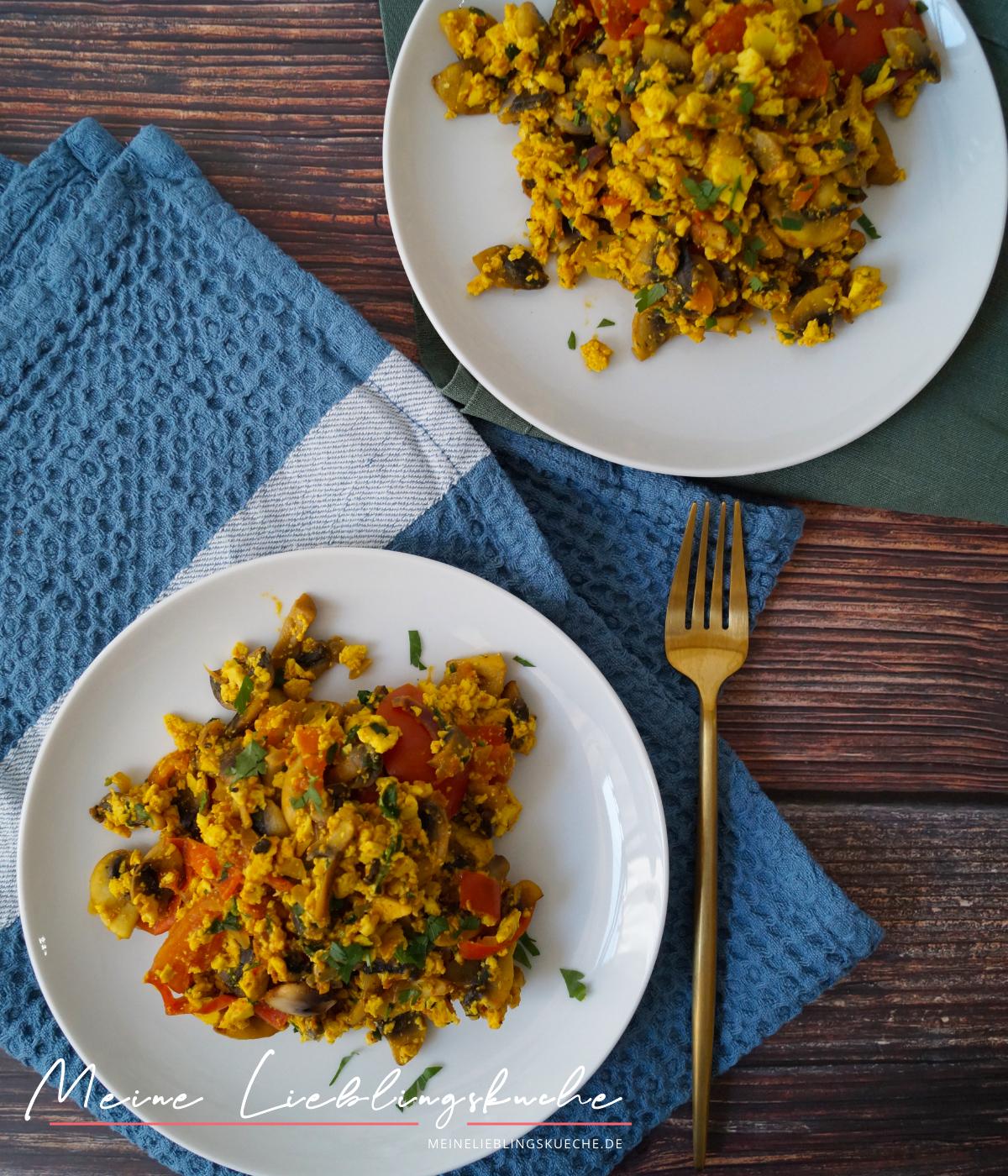 Mediterranes Rührtofu mit Zucchini und Tomaten