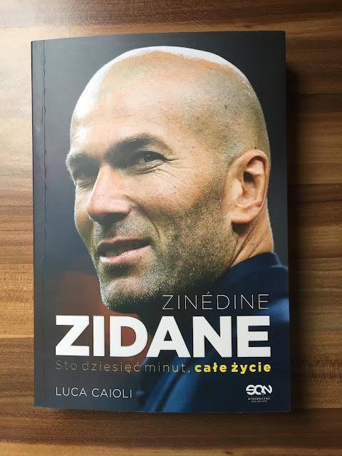 """Recenzje #122 - """"Zinédine Zidane sto dzięsięć minut, całe życie"""" - okładka książki pt.""""Zinédine Zidane sto dzięsięć minut, całe życie"""" - Francuski przy kawie"""