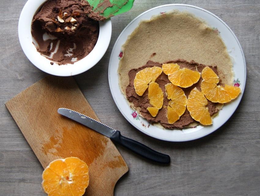Naleśniki gryczane z kremem orzechowo-czekoladowym i pomarańczą