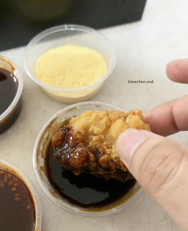 You can either dip it, or pour the sauce over the fried chicken