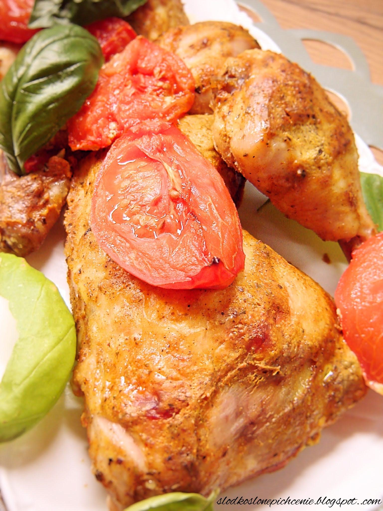 Kurczak pieczony w marynacie jogurtowej z pomidorami