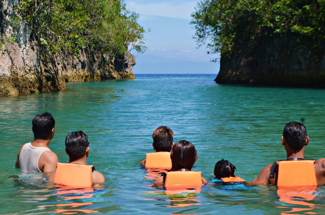 cebu-male-fashion-blogger-almostablogger-bojo-river4.jpg
