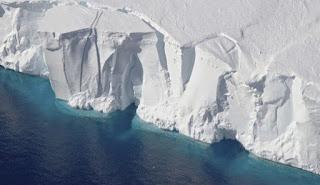 Βομβαρδισμό της Ανταρκτικής με τεχνητό χιόνι προτείνουν επιστήμονες – Για να σταματήσουν να λιώνουν οι πάγοι