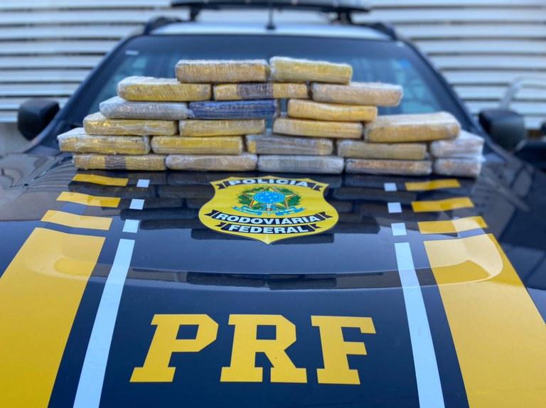 Campos Sales-CE: PRF prende três homens por tráfico de drogas após encontrar mais R$ 900 mil em cocaína