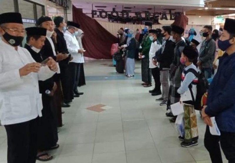 RDT Gratis Diberikan Pemko Batam untuk Ratusan Santri Batam yang Akan Kembali ke Pondok di Jawa